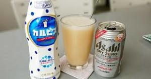 カルピスとビールで作るカクテル「ダブルカルチャード」ってなに?のサムネイル画像