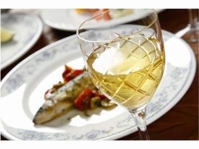 飲み残した白ワインで充分!! 白ワインを使った簡単絶品料理のサムネイル画像
