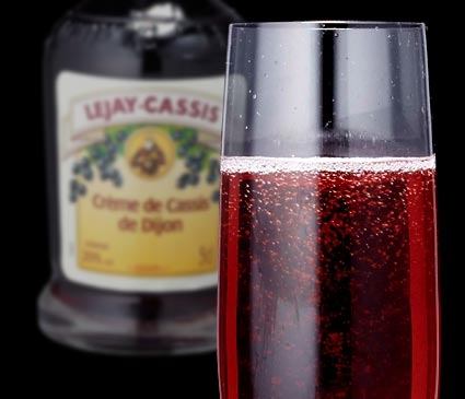 美容と健康にも効果アリ!カシスを使った美味しいカクテルレシピのサムネイル画像
