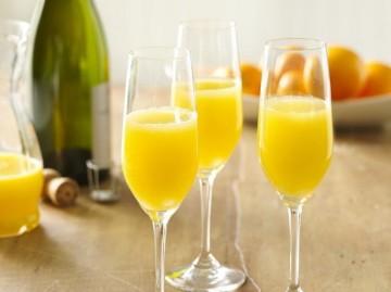 上品で贅沢な果実感!至福のオレンジジュースカクテル・ミモザのサムネイル画像