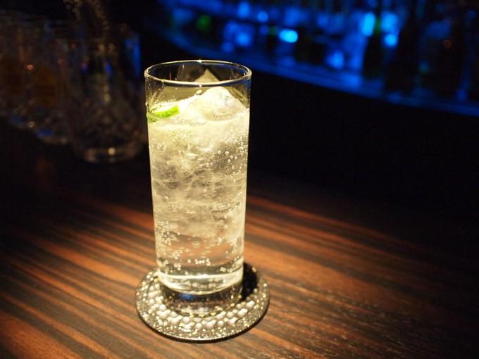 【お酒】ジントニックの度数ってどれくらい?【おいしいカクテル】のサムネイル画像