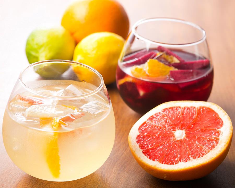 爽やかフルーティで飲みやすい!白ワインのサングリアを自家製で♡のサムネイル画像