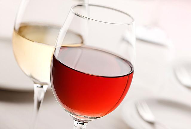 赤ワインと白ワインの違いを徹底検証、あなたに合うのはどっち?のサムネイル画像