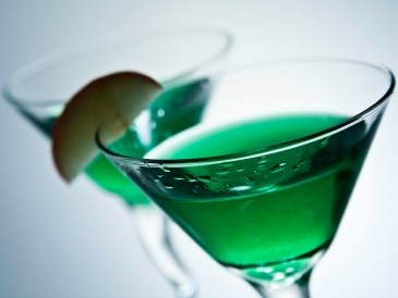 今夜はおうちで一杯♡ウォッカを使ったカクテルレシピまとめのサムネイル画像