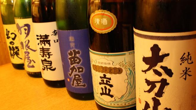日本酒好きにはたまらない!富山の地酒は魚介によく合う濃醇辛口!のサムネイル画像